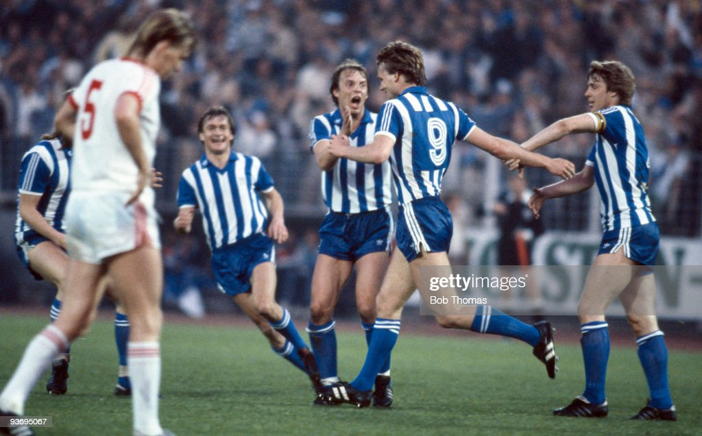 UEFA Cup Final Hamburg v Gothenburg : News Photo