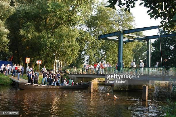 """Torfkahnfahrt, Anleger """"Neu Helgoland"""", Künstlerdorf Worpswede, Teufelsmoor, Niedersachsen, Deutschland, Europa , Torfkahn, Fluß, Brücke, Zugbrücke,..."""