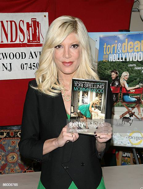 """Tori Spelling promotes """"Mommywood"""" at Bookends on April 16, 2009 in Ridgewood, New Jersey."""