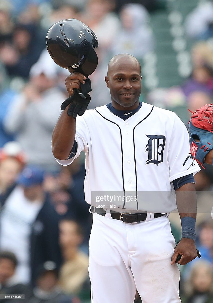Torii Hunter #48 of the Detroit Tigers tips his hat to the fans after hitting his 2,000 Major League Hit during the fifth inning of the game against the Toronto Blue Jays at Comerica Park on April 9, 2013 in Detroit, Michigan.