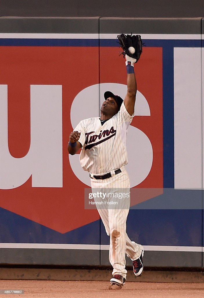 Torii Hunter #48 of the Minnesota Twins makes a catch in right field of the ball hit by Carlos Gomez #30 of the Houston Astros during the fifth inning of the game on August 29, 2015 at Target Field in Minneapolis, Minnesota. The Astros defeated the Twins 4-1.