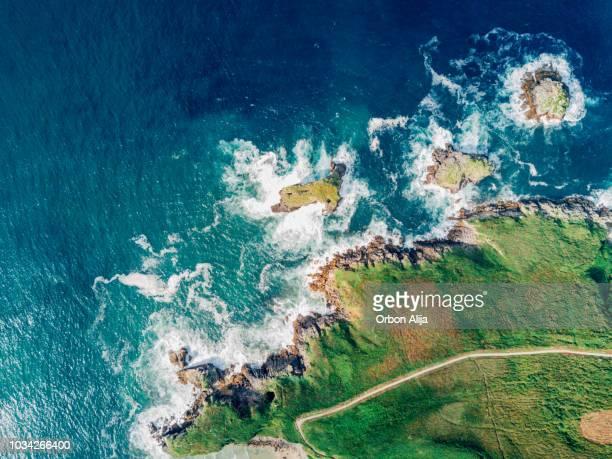 playa de torimbia en españa - llanes fotografías e imágenes de stock