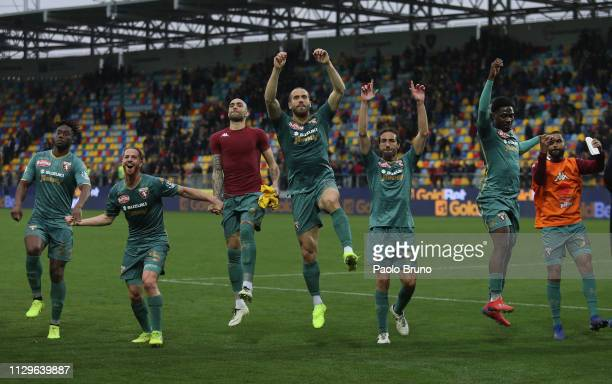 Torino FC players celebrate the victory after the Serie A match between Frosinone Calcio and Torino FC at Stadio Benito Stirpe on March 10, 2019 in...