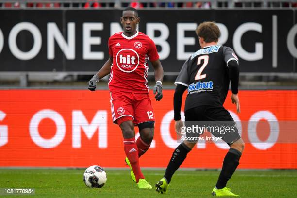 Torino Hunte of Almere City Robin Schouten of FC Volendam during the Dutch Keuken Kampioen Divisie match between Almere City v FC Volendam at the...