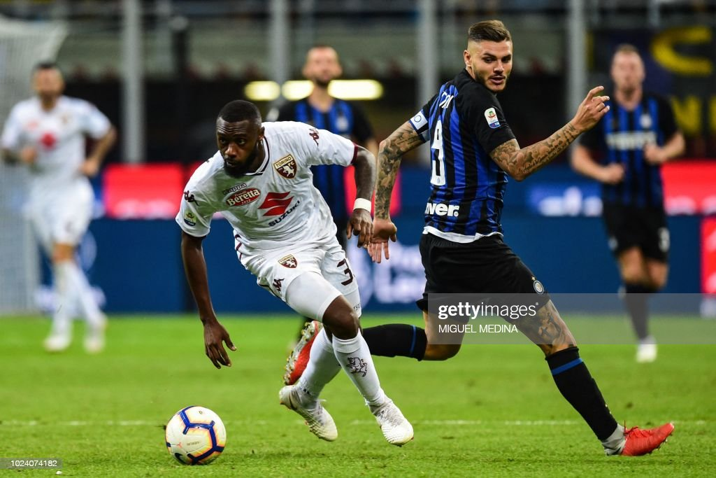 Torino's Cameroonian defender Nicolas Nkoulou (L) outruns Inter Milan's Argentine forward Mauro Icardi during the Italian Serie A football match Inter Milan vs Torino on August 26, 2018 at the San Siro Stadium in Milan.
