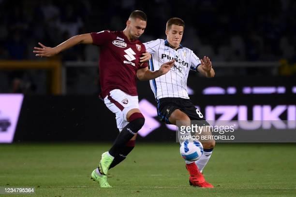 Torinos Croatian forward Marco Pjaca fights for the ball with Atalanta's Croatian midfielder Mario Pasalic during the Italian Serie A football match...