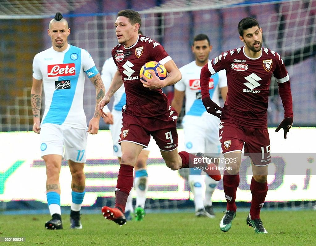 Torino's Italian midfielder Marco Benassi (R) celebrates after scoring a goal with his teammate Italian forward Andrea Belotti (C) during the Italian Serie A football match between SSC Napoli and Torino FC on December 18, 2016 at the San Paolo Stadium in Naples. / AFP / CARLO