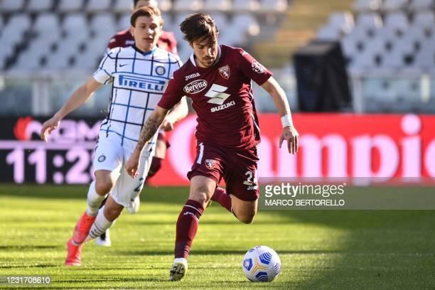 Torino's Italian midfielder Simone Verdi outruns Inter Milan's Italian midfielder Nicolo Barella during the Italian Serie A football match Torino vs...
