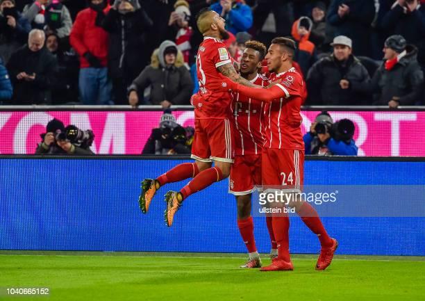 Torjubel bei Arturo Vidal , Kingsley Roman und Corentin Tolisso nach dem Tor zum 2:1 waehrend dem Fussball Bundesliga Spiel FC Bayern Muenchen gegen...
