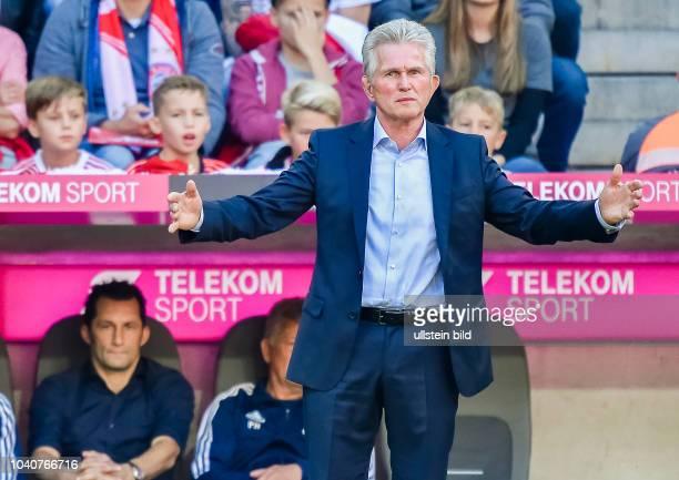 Torjubel bei Cheftrainer Jupp Heynckes nach dem TOr zum 1:0 waehrend dem Fussball Bundesliga Spiel FC Bayern Muenchen gegen SC Freiburg am 8....