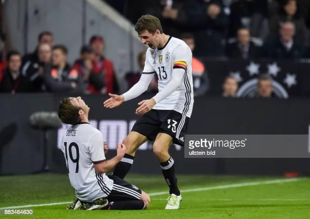Torjubel bei Mario Goetze nach seinem Tor zum 2:0 Kapitaen Thomas Mueller kommt zum Gratulieren waehrend dem Fussball Laenderspiel Deutschland gegen...