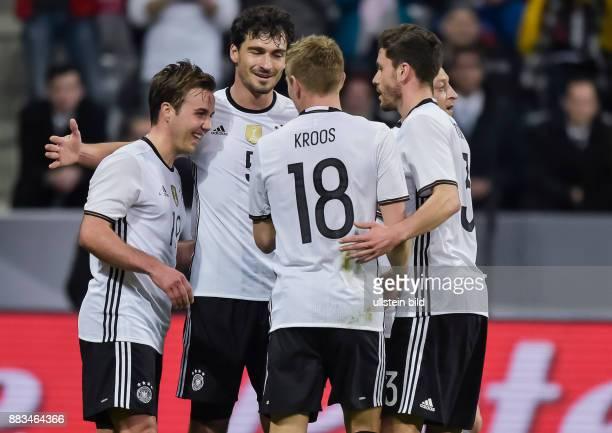 Torjubel bei Mario Goetze nach seinem Tor zum 2:0 Mesut Oezil, Mats Hummels, Toni Kross und Jonas Hector kommen zum Gratulieren waehrend dem Fussball...