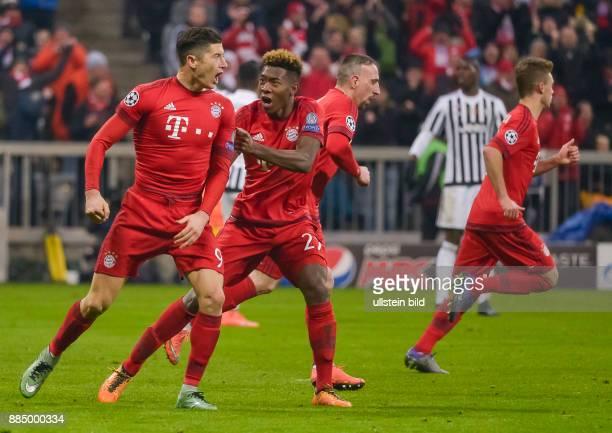Torjubel bei Robert Lewandowski und David Alaba nach dem Tor zum1:2, waehrend dem 1/8 Finalrueckspiel der UEFA Champions League, FC Bayern Muenchen...