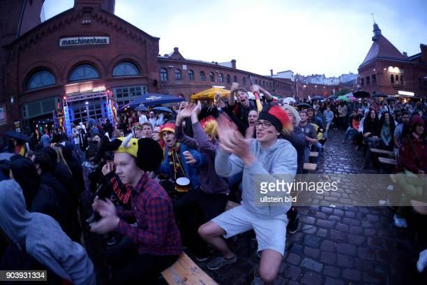 Torjubel - Deutsche Fussballfans beim Public Viewing in der Kulturbrauerei in Prenzlauer Berg anlässlich der Fußball-Europameisterschaft 2016 in...