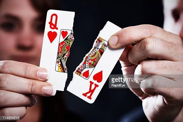 Rasgado naipes symbolize divorcio