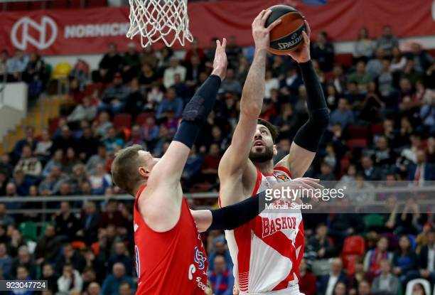 Tornike Shengelia #23 of Baskonia Vitoria Gasteiz competes with Andrey Vorontsevich #20 of CSKA Moscow in action during the 2017/2018 Turkish...