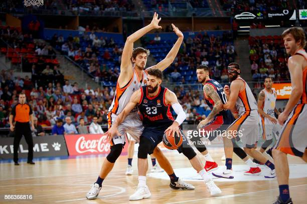 Tornike Shengelia #23 of Baskonia Vitoria Gasteiz competes with Tibor Pleiss #21 of Valencia Basket during the 2017/2018 Turkish Airlines EuroLeague...