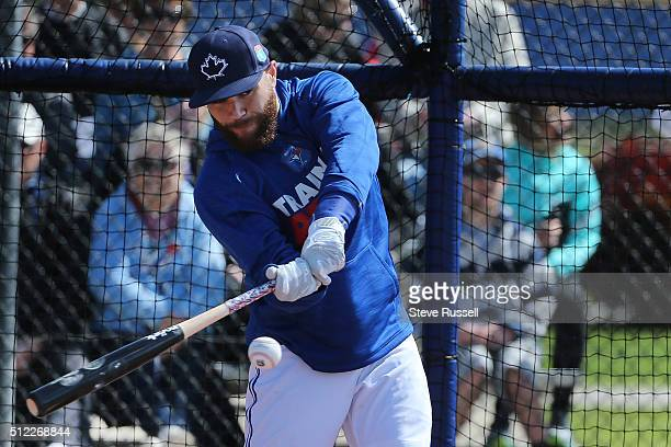 Toronto Blue Jays catcher Russell Martin takes batting practice as fans watch Toronto Blue Jays Spring Training for the 2016 Major League Baseball...
