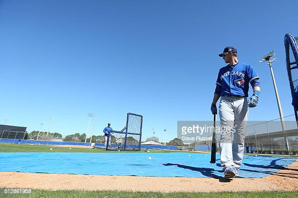 Toronto Blue Jays fielder Michael Saunders walks out of the cage after taking batting practice Toronto Blue Jays Spring Training for the 2016 Major...