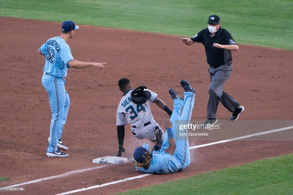 MLB: AUG 12 Marlins at Blue Jays : News Photo