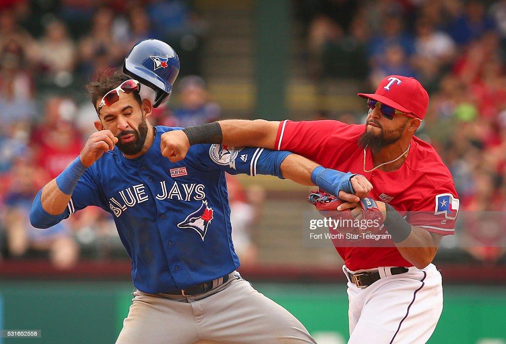 Rangers beat Blue Jays 7-6 : News Photo