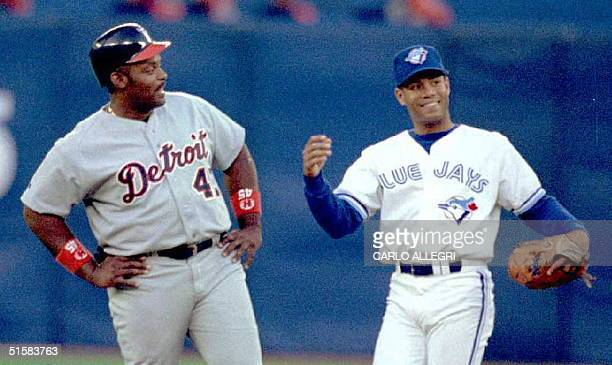 Toronto Blue Jays' Roberto Alomar stands with Detroit Tigers' Cecil Fielder at the Skydome in Torotno 30 May The Jays lost to the Tigers 86 AFP PHOTO