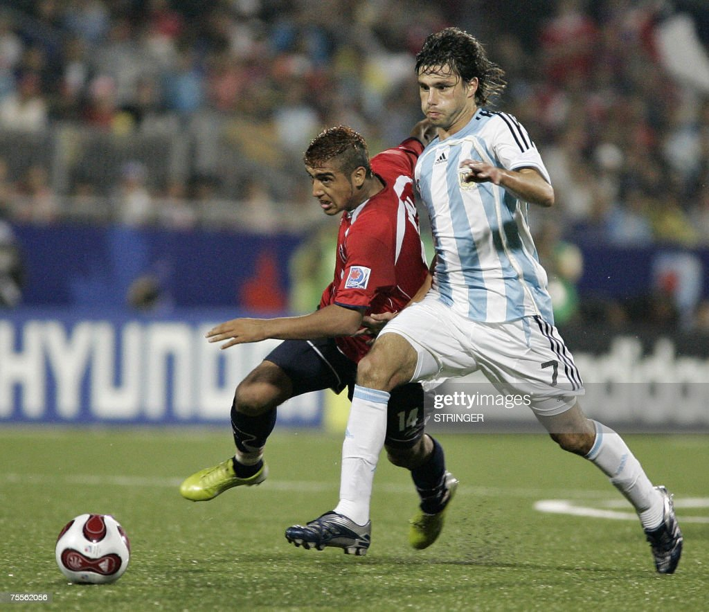Chile's Arturo Vidal (L) fights for possession with Argentina's Claudio Yacob (R) during their semi-final match at the FIFA U-20 World Cup on 19 July 2007 in Toronto, Ontario, Canada. Argentina defeated Chile 3-0.