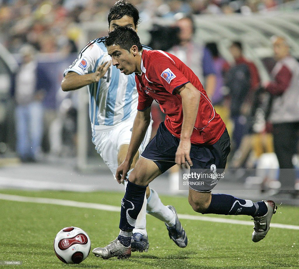 Chile's Mauricio Isla (R) tries to elude Argentina's Gabriel Mercado (L) during their semi-final match at the FIFA U-20 World Cup on 19 July 2007 in Toronto, Ontario, Canada. Argentina defeated Chile 3-0.