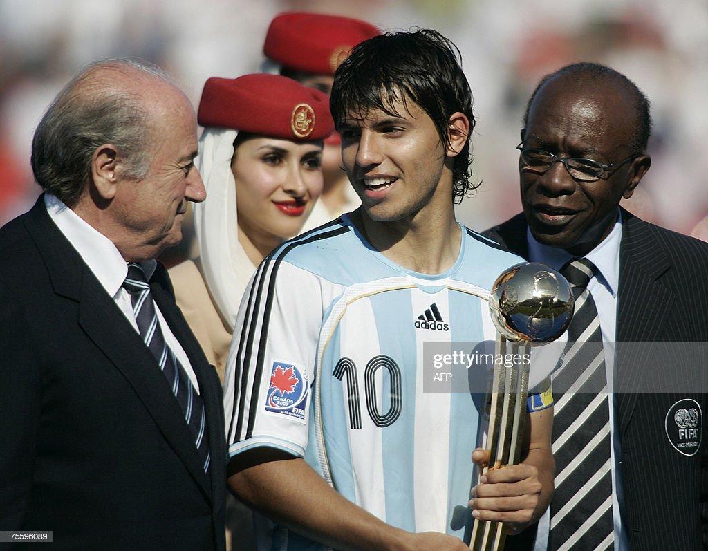 FIFA President Sepp Blatter (L) and FIFA... : Foto di attualità