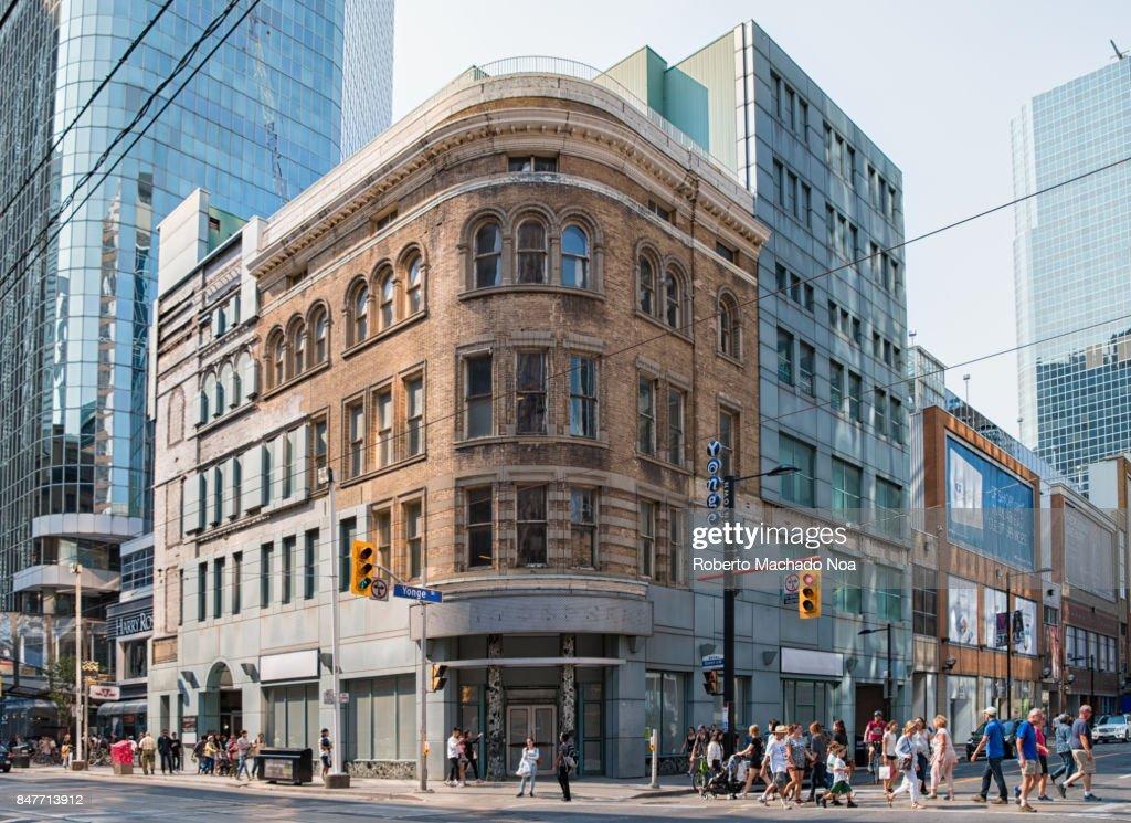 Toronto, Canada: heritage building integration into modern architecture : Stock-Foto