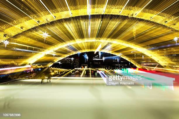 トロント シティ ホール - ネイサン ・ フィリップス広場スケート場 - 市庁舎前広場 ストックフォトと画像