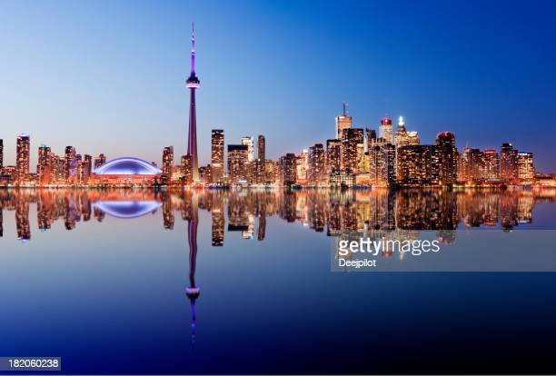 toronto city skyline in canada - cn tower stock pictures, royalty-free photos & images