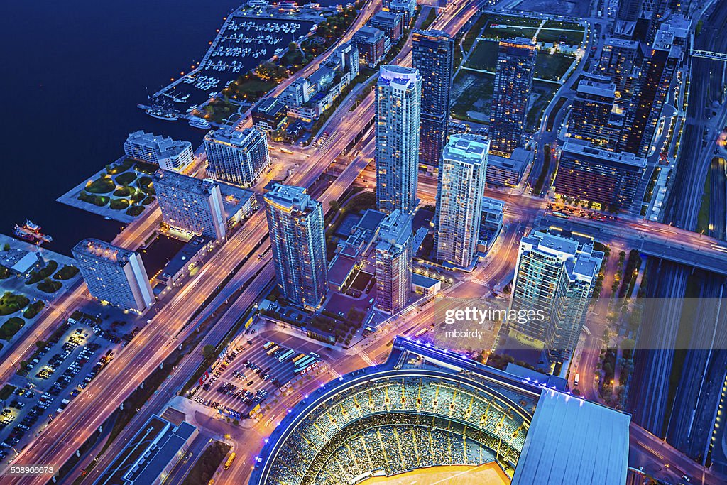 Toronto cityscape with baseball stadium at dusk : Stockfoto