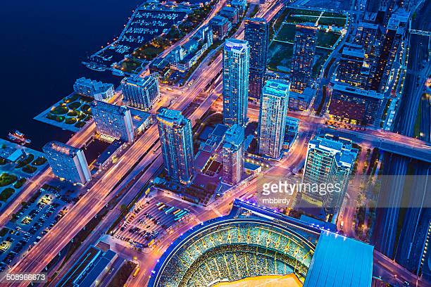 toronto cityscape with baseball stadium at dusk - cn tower stock pictures, royalty-free photos & images