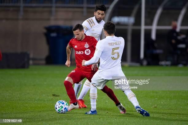 Toronto FC Midfielder / Forward Pablo Piatti dribbles the ball between Atlanta United FC Midfielder Marcelino Moreno and Atlanta United FC Midfielder...