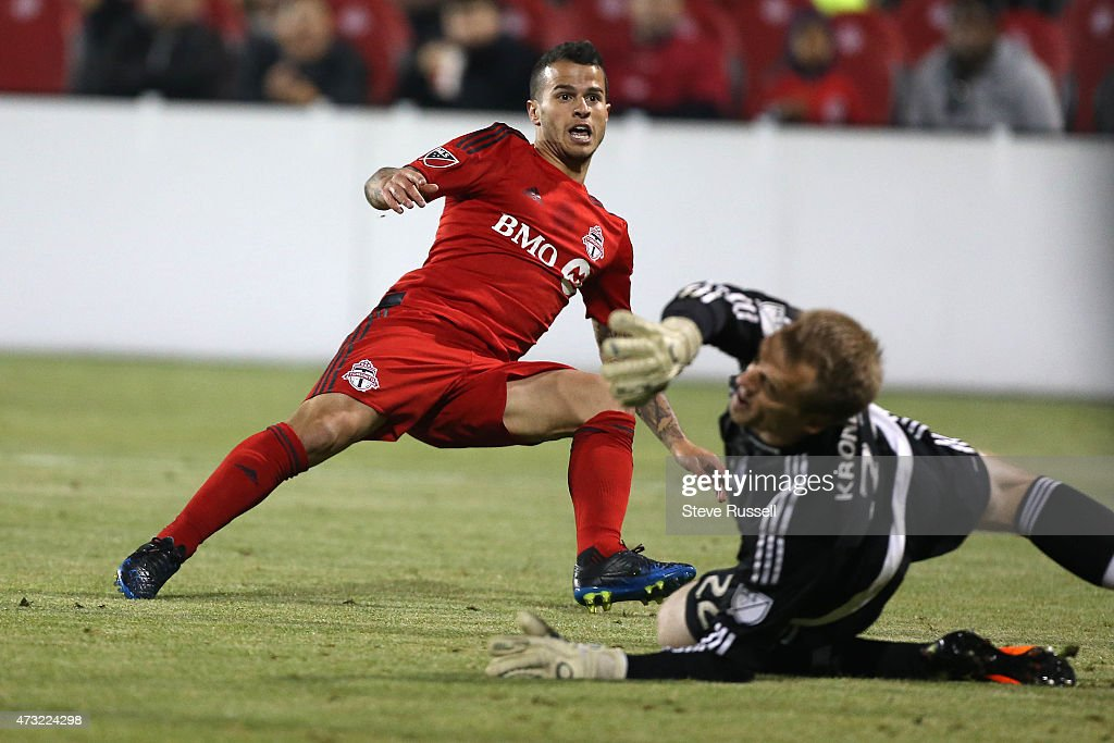 Toronto FC beats the Montreal Impact 3-2 in the Semi-Final of the Amway Canadian Championship : News Photo