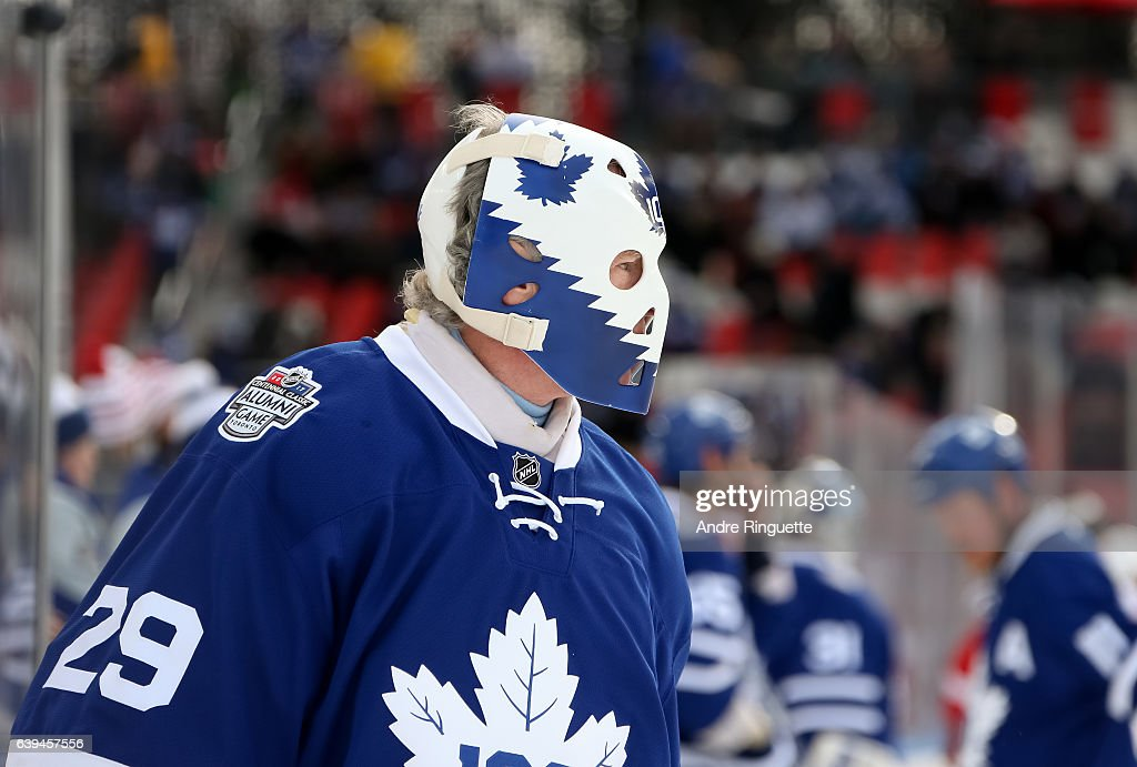 new style d7d8f 905ce Toronto Maple Leafs alumni Mike Palmateer warms up before ...