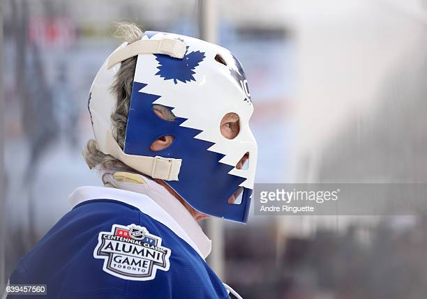 Toronto Maple Leafs alumni Mike Palmateer warms up before taking on Detroit Red Wings alumni during the 2017 Rogers NHL Centennial Classic Alumni...