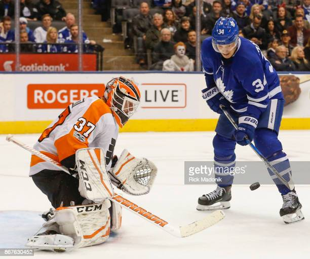 Toronto Maple Leafs center Auston Matthews waits on a rebound but can't get the blade of his stick on the puck in front of Philadelphia Flyers goalie...
