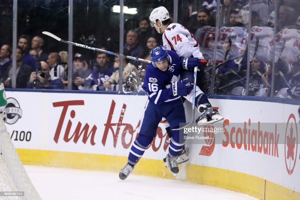 Toronto Maple Leafs play the Washington Capitals in game three of their NHL first round play-off : News Photo