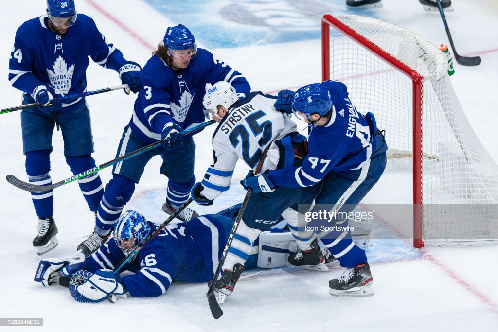NHL: APR 15 Jets at Maple Leafs : News Photo