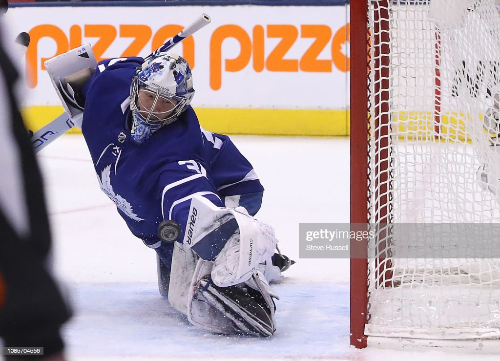 Toronto Maple Leafs play the Arizona Coyotes : News Photo