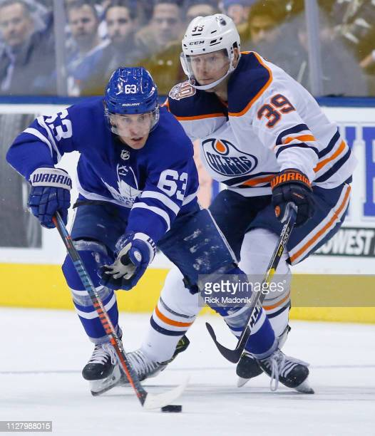 Toronto Maple Leafs left wing Tyler Ennis moves the puck in front of Edmonton Oilers right wing Alex Chiasson Toronto Maple Leafs VS Edmonton Oilers...
