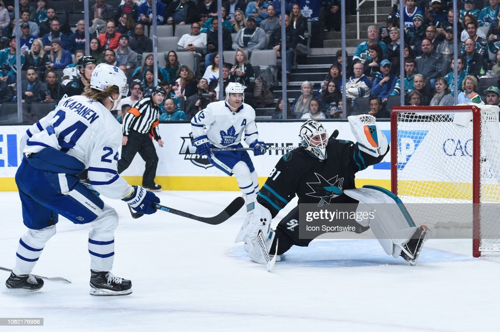 NHL: NOV 15 Maple Leafs at Sharks : News Photo