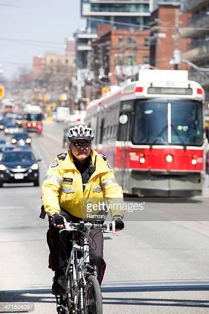 toronto polizist auf einem fahrrad - uniform stock-fotos und bilder
