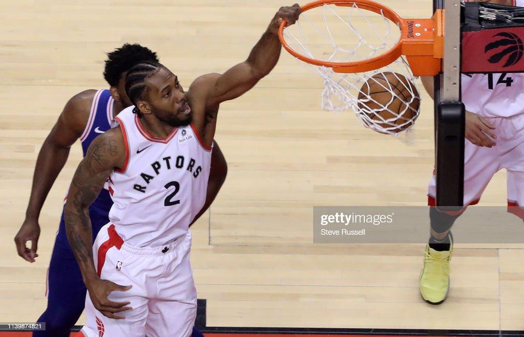 Toronto Raptors play the Philadelphia 76ers : News Photo