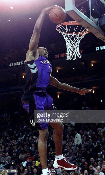 Toronto Raptors' player Vince Carter dunks the basketball during the NBA All Star Slam Dunk contest 12 February 2000 at the Arena in Oakland,...