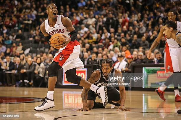Toronto Raptors shooting guard Terrence Ross recovers a loose ball in front of San Antonio Spurs small forward Kawhi Leonard as the Toronto Raptors...