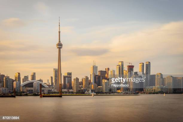 toronto skyline at sunset from toronto islands - cn tower stock pictures, royalty-free photos & images