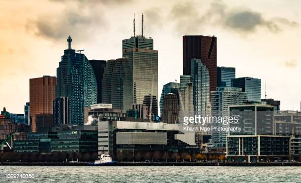 toronto skyline, ontario, canada - khanh ngo stock pictures, royalty-free photos & images